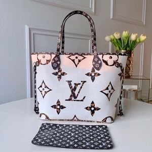 Louis Vuitton neverfull white cameral